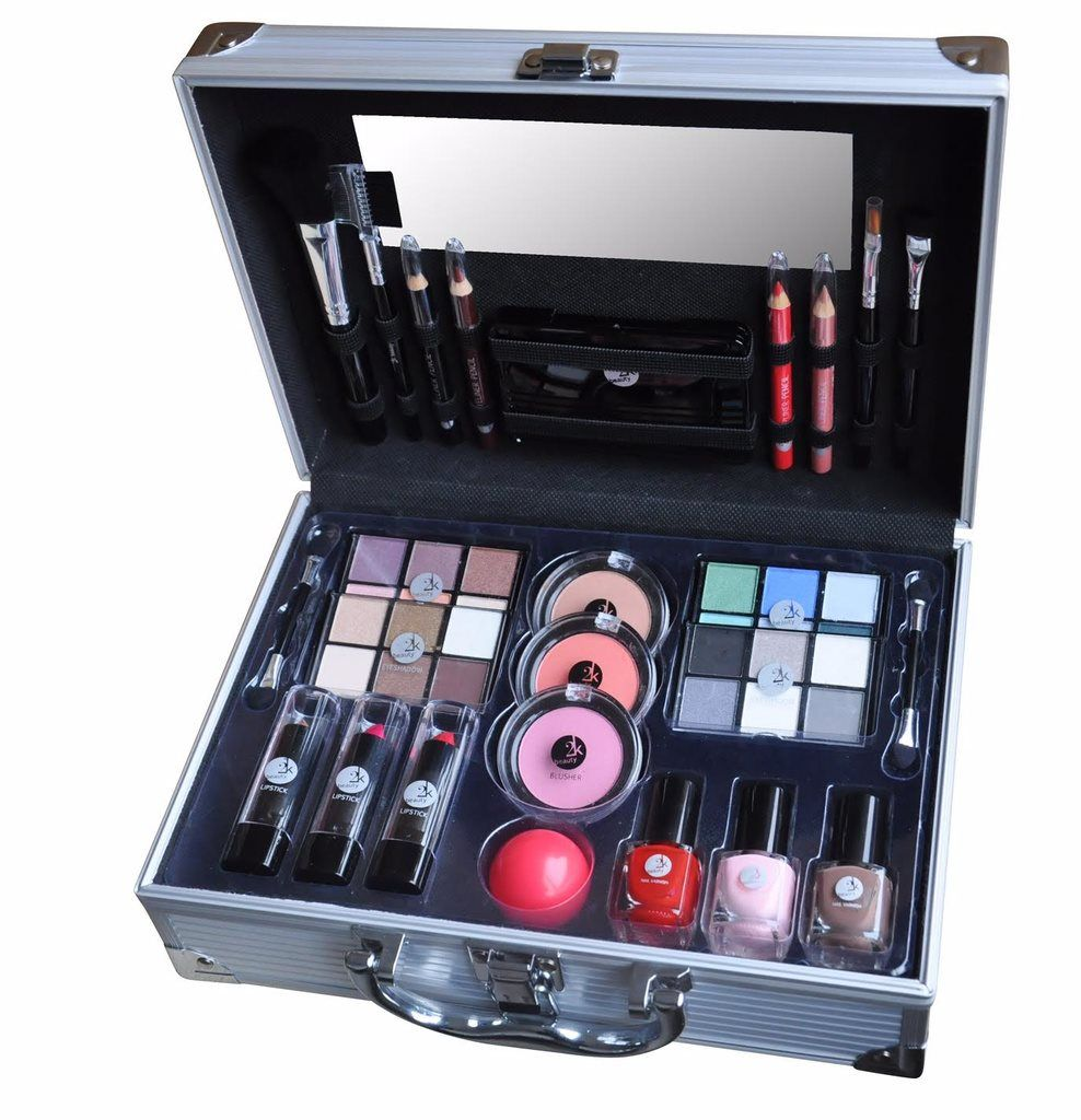 2K All About Beauty Train Case Set